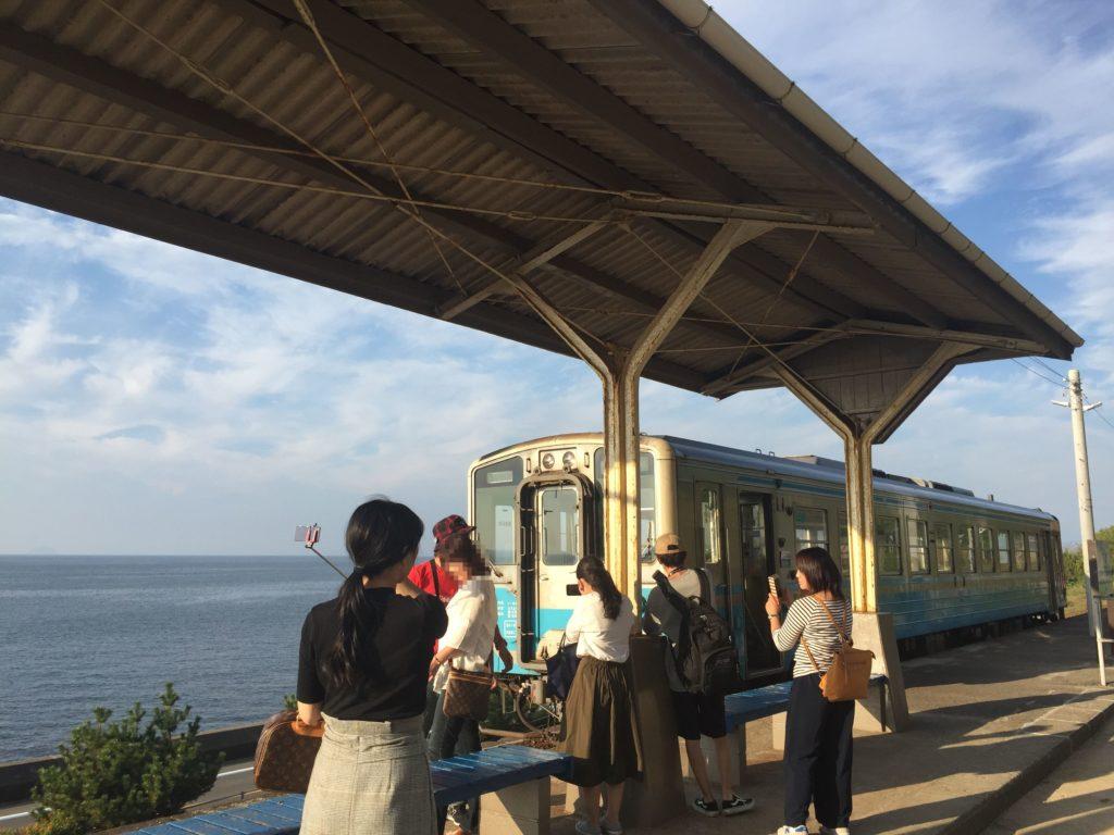 電車と海が写真映え