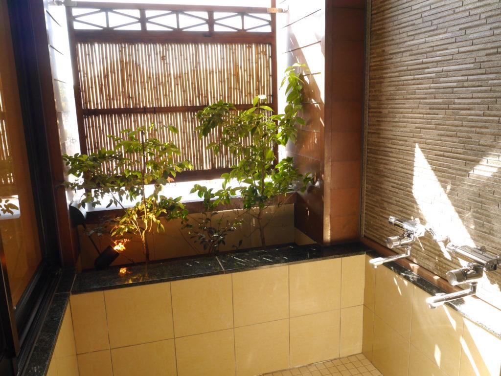 道後の源泉使用の露天風呂付き客室